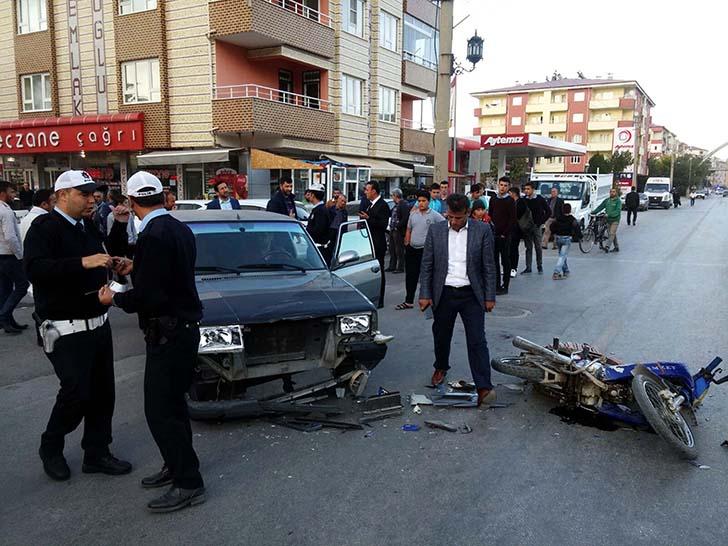 Otomobil motosikletle çarpıştı: İki yaralı