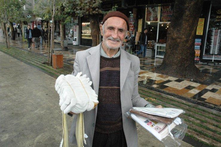 75 yaşındaki Ömer Yapalak geçimini böyle sağlıyor!