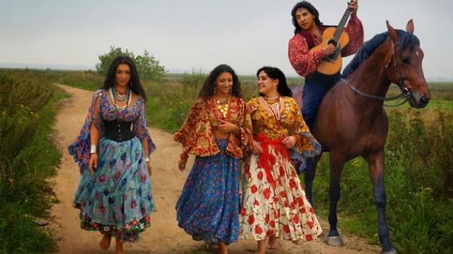 Dünya kültürünün taşıyıcılığını yapan kadim halk: Çingeneler
