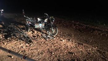 Devrilen motosikletin altında kalan sürücü yaşamını yitirdi