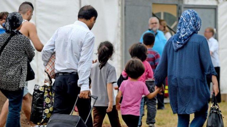 Altı ayda 300 bin mülteci AB'ye sığındı