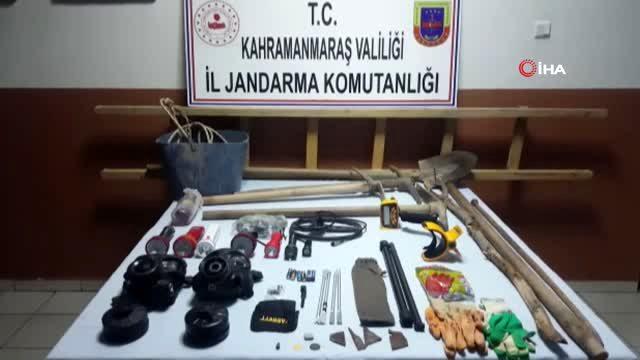 Kahramanmaraş'ta define arayan 5 kişi yakalandı