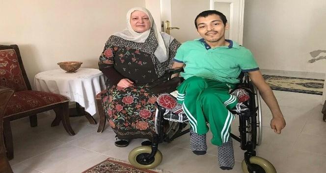 Engelli gencin ailesi akülü sandalye istiyor