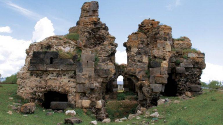 Van'da kiliselerin önüne camiler yapıldı