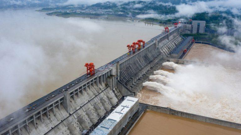 Çin'de sel felaketleri: Frenlemek için baraj dinamitlendi
