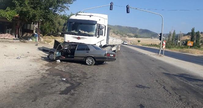 Tır ile otomobil çarpıştı: 2 yaralı