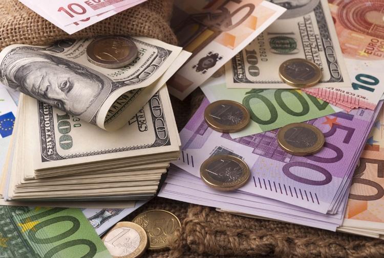Dolar ve avro yeniden hareketlendi; dolar 8,11 seviyesini gördü