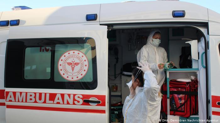 Türkiye'de her 10 koronavirüs hastasından 1'i sağlık çalışanı