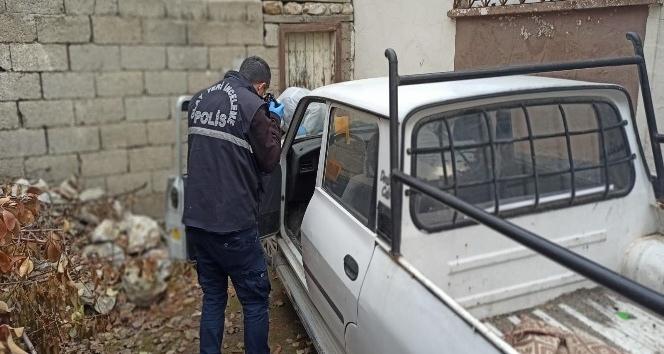 Hırsızlık şüphelisini, çaldığı araçta unuttuğu manivela yakalattı