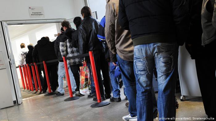 Almanya'da işsizlik oranı kısmi kapanmaya rağmen düştü