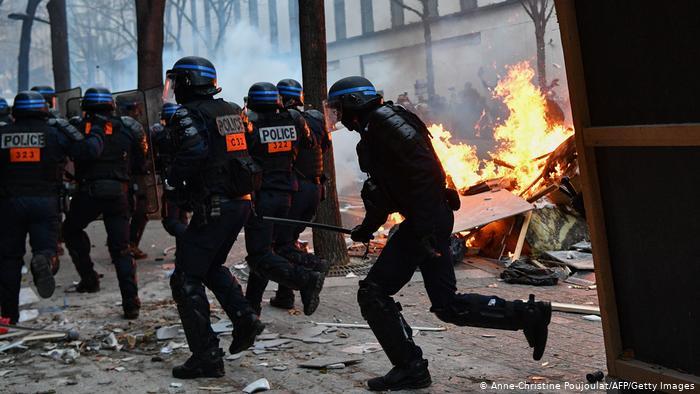 Paris'te protestolara şiddet karıştı