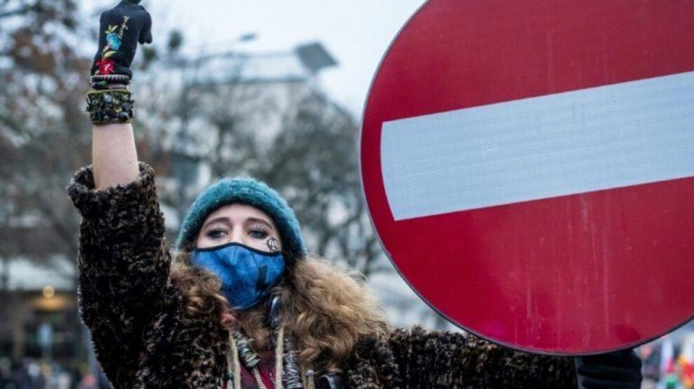 Varşova'da binlerce kişi kürtaj için yürüdü