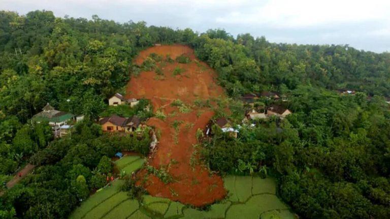 Endonezya'da toprak kayması: 9 ölü, 10 kayıp