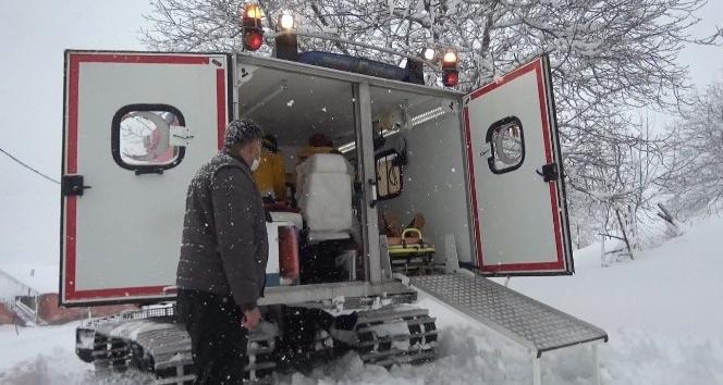 Yaylada mahsur kalan hastaya paletli ambulansla ulaşıldı