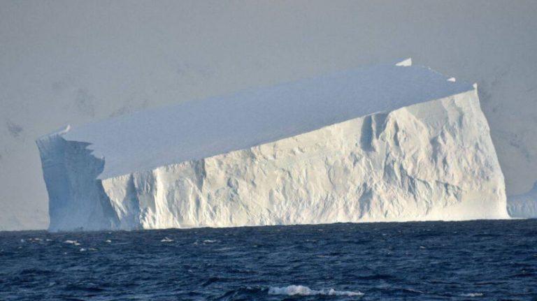 Antarktika'da Şemdinli büyüklüğünde bir buzul koptu