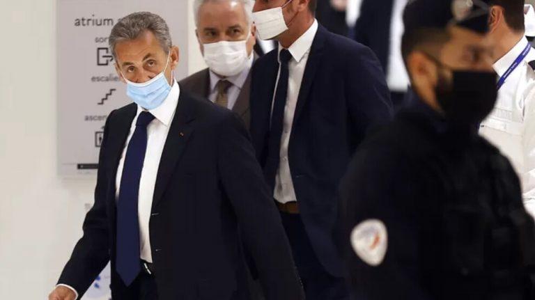 Sarkozy'ye yolsuzluktan 3 yıl hapis