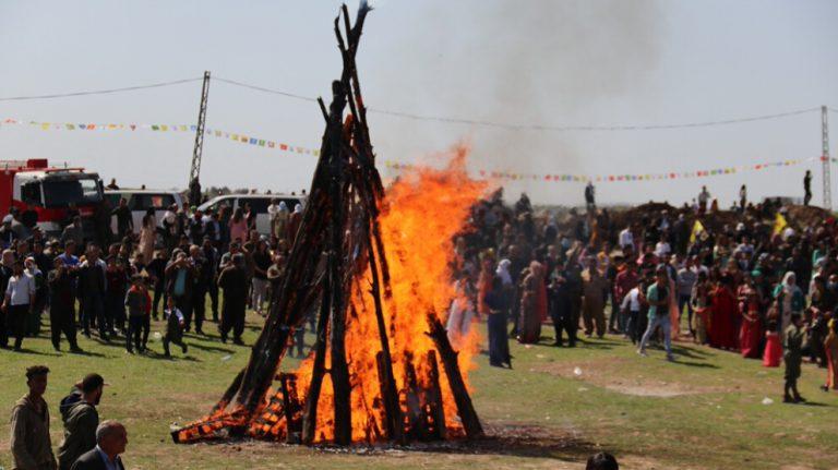 Kuzey ve Doğu Suriye halkları Newroz alanlarında