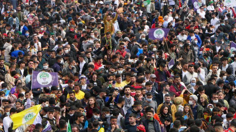 Amed'de yüz binler Newroz alanında