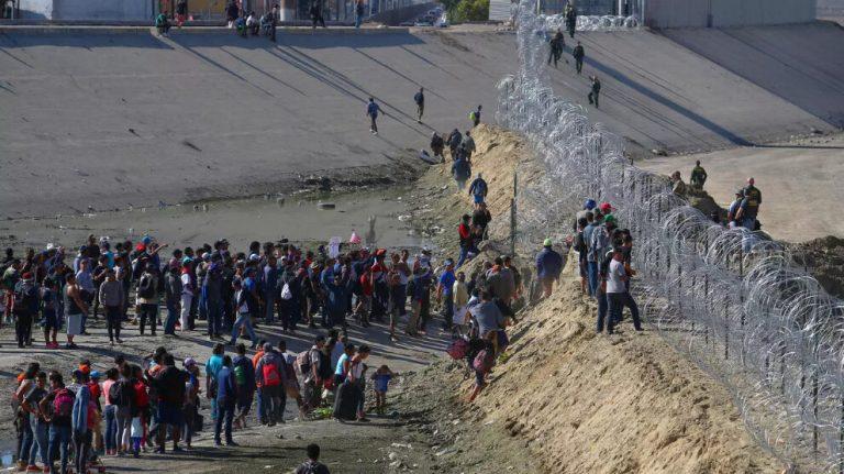 ABD sınırındaki göçmen sayısı katlanarak artıyor